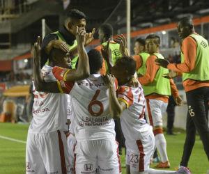 El gol de Balanta y las atajadas de Zapata para el triunfo de Santa Fe