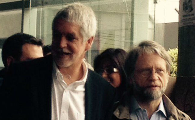 Enrique Peñalosa ejerció su derecho al voto. Foto: Twitter