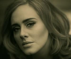 Adele rompe récord en Youtube
