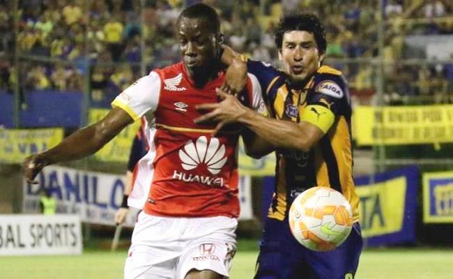 Baldomero Perzala hizo de media distancia el único gol de Santa Fe. Foto: EFE
