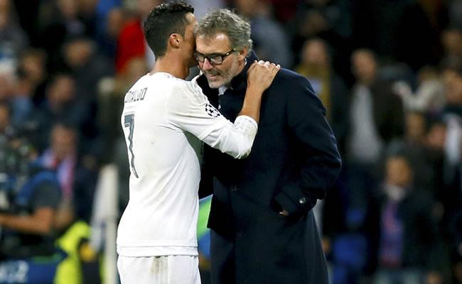 Cristiano Ronaldo hablando con Laurent Blanc, técnico del PSG. Foto: EFE