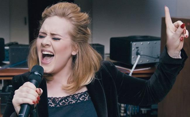 Adele rompe récord mundial en ventas