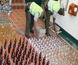 La policía incautó cerca de 10.000 litros de licor adulterado