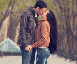 Nueve trucos infalibles para hacer que un hombre te bese