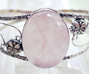 Amuletos: El uso correcto del cuarzo rosado