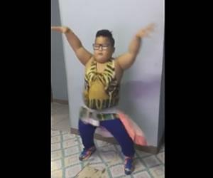 Niño es furor en redes al bailar 'Sorry' de Justin Bieber