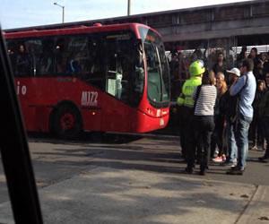 Usuarios protestan por falta de buses Transmilenio en la Cll 80