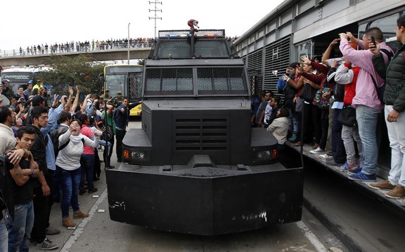 En fotos, protestas y represión en Transmilenio