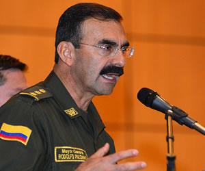 "Ministro de Defensa acepta ""triste"" la renuncia de Palomino"