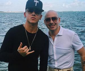 Pitbull y Kevin Roldán, juntos por el mundo