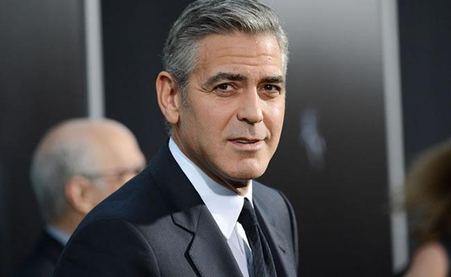 George Clooney está seguro de su físico. Foto: EFE