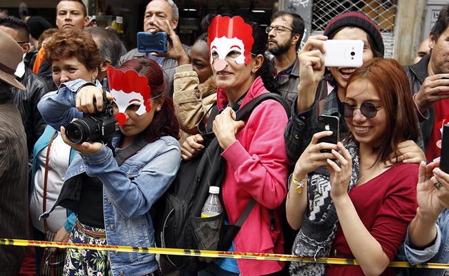 Festival de Teatro: Artistas convierten calles de Bogotá en fiesta de colores