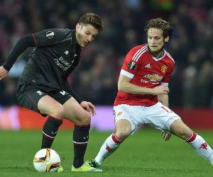 Liverpool avanza a cuartos tras vencer al Manchester United