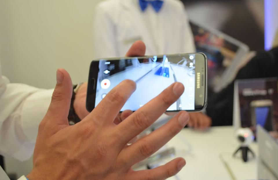 El Galaxy S7 Edge cuenta con pantalla curva. Foto: Interlatin