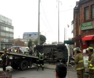 Camioneta de embajada de EE.UU tuvo fuerte accidente en Bogotá