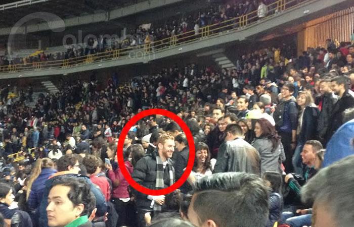 El falso Chris Martin que se robó el show en Bogotá. Foto: Interlatin