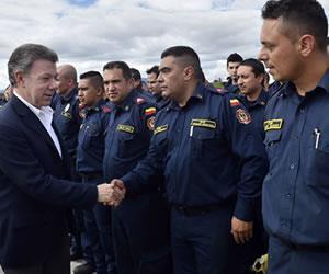 Juan Manuel Santos envió 65 socorristas a Ecuador