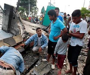 Continúan 63 colombianos sin ser localizados tras sismo en Ecuador