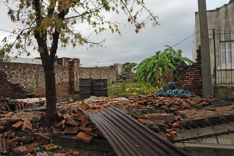 Tornado en azotó a la ciudad Dolores Uruguay. Foto: EFE