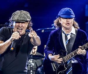 """Cantante de AC/DC, """"destrozado"""