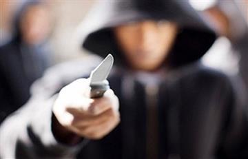 Apuñalan a hombre en estación de Transmilenio por robarlo