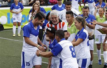 Carlos Vives y Enrique Peñalosa se enfrentan en un partido de fútbol
