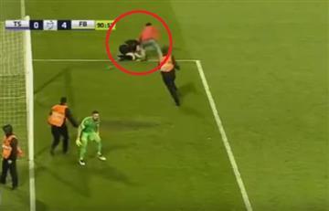 Un hincha golpea a un árbitro en el fútbol de Turquía