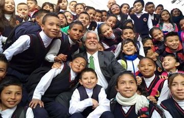Peñalosa explica a los niños que la Corte Constitucional es como Dios