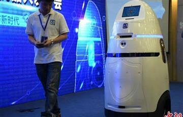 Crean robot-policía que podría patrullar en bancos y escuelas