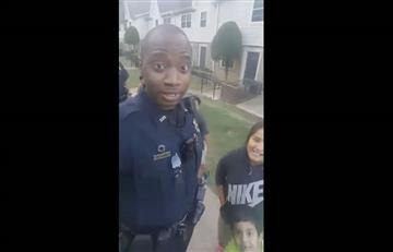 Niños hispanos le enseñan español a policía en EE.UU