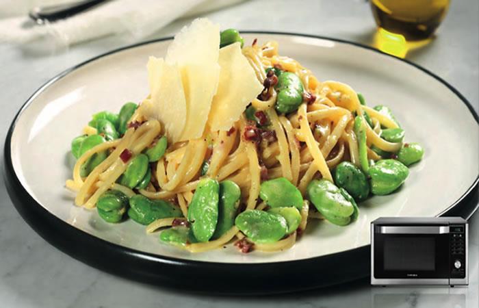Risotto de espárragos frescos y jamón serrano al parmesano