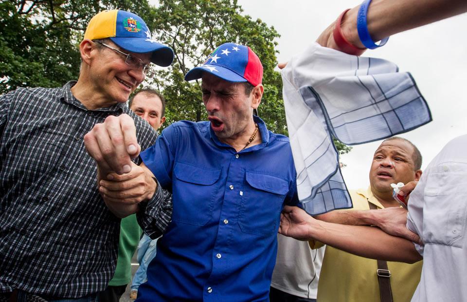 Marcha en Venezuela: Agreden con gases lacrimógenos a Capriles