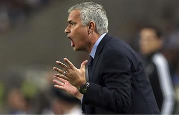 José Mourinho se metió en pleno partido a quitar un balón