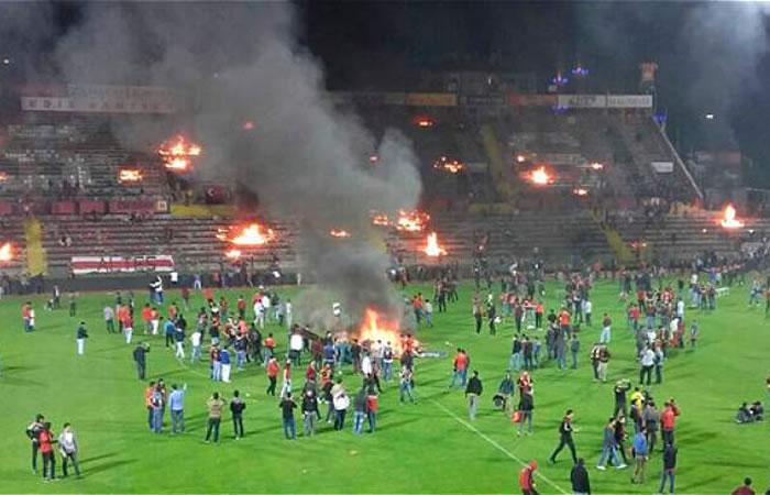 El estadio en llamas luego del descenso del Eskisehirspor. Foto: Twitter