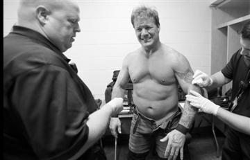 Así le sacan las tachuelas a Chris Jericho