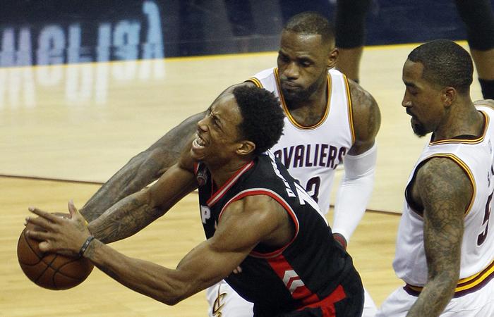 NBA: LeBron desintegra a los Raptors