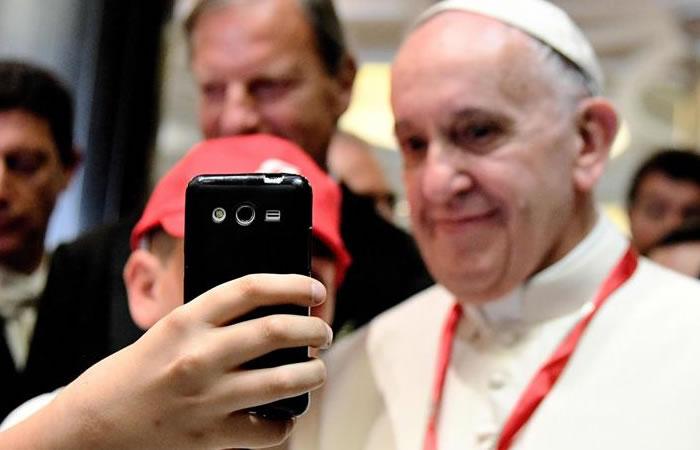 Papa Francisco se reunió con 'youtubers'