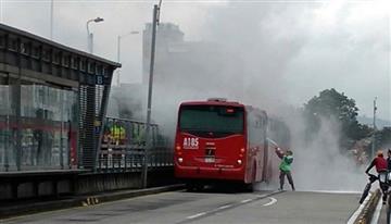 Transmilenio: Bus se incendió en el centro de Bogotá