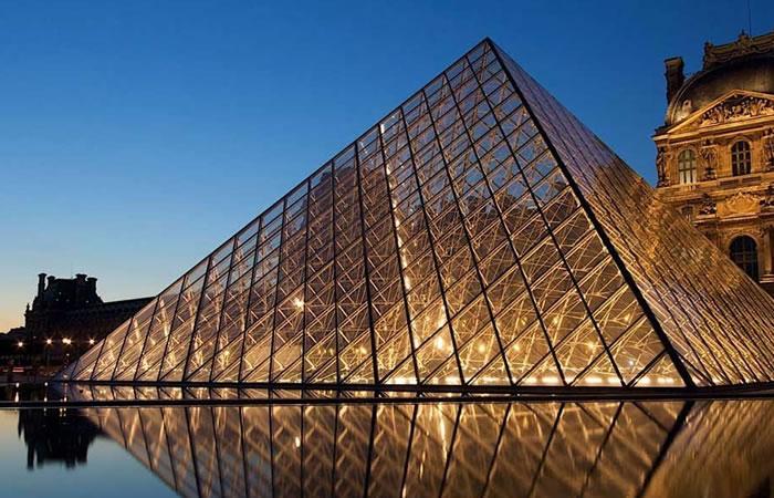 Museo de Louvre será evacuado por posible inundación