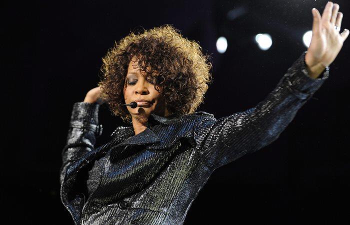 Subastarán más de 100 artículos de Whitney Houston