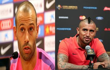 Mascherano y Vidal calientan el partido