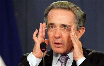 Condecoración para Álvaro Uribe en España