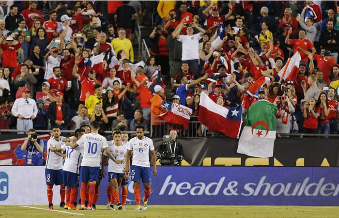 Chile celebra el gol marcado en el minuto 97 ante Bolivia. Foto: EFE
