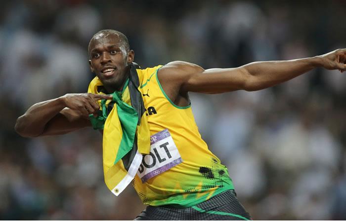 Usaín Bolt gana hasta cuando se tropieza