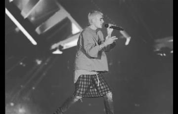Justin Bieber: La viral caída del cantante en el escenario