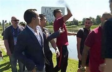 Cristiano Ronaldo lanzó a un lago el micrófono de un periodista