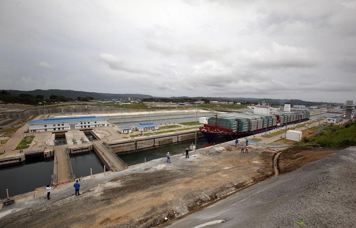 Panamá inauguró su canal con un buque chino