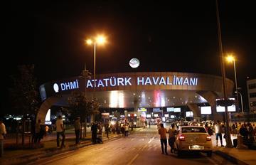Estambul: Explosiones y tiroteo en aeropuerto deja 32 muertos