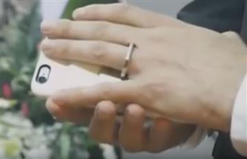 Youtube: Hombre se casa con su Smartphone en las Vegas