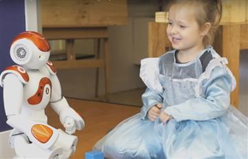 Desarrollan robot que enseña idiomas a los niños